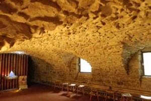 Cave voutée à usage de chapelle