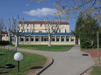 06-01-GS Chater-(19)-Restaurant et logements-(2006-04-06)